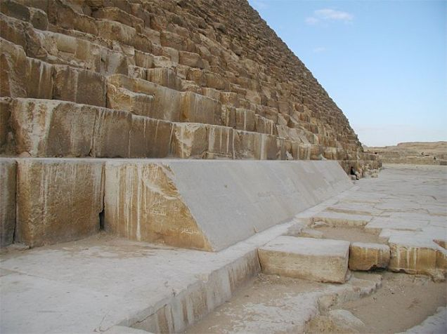 Cheops_pyramid_02